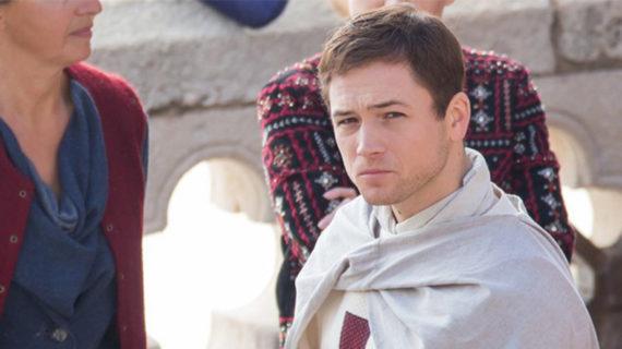 ROBIN HOOD: ORIGINS set: Taron Egerton en las Cruzadas