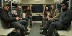 THE PREDATOR nueva foto: Pasajeros al bus